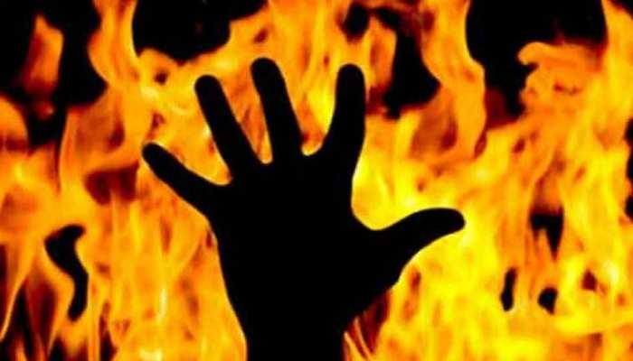 UP: आग में जलकर मां और मासूम की मौत, परिजनों ने लगाया दहेज हत्या का आरोप