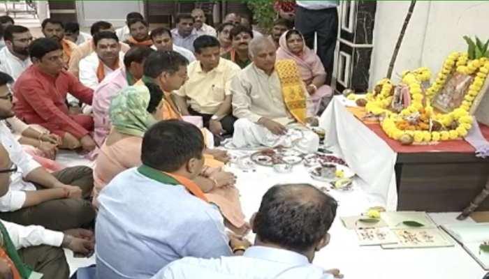 राजस्थान: बीजेपी कार्यालय में परंपरागत तरीके से हुआ लक्ष्मी पूजन, कार्यकर्ता रहे मौजूद