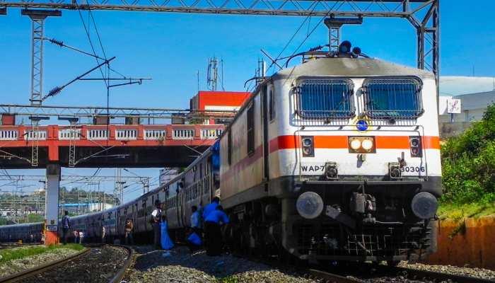 शताब्दी एक्सप्रेस समेत आज 229 ट्रेनें हुई कैंसिल, सफर से पहले देख लें पूरी लिस्ट