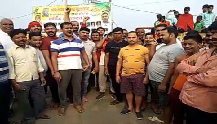 सासाराम: सासाराम-चौसा मार्ग को लोगों ने किया जाम, अवैध बूचड़खाना बंद करने की मांग
