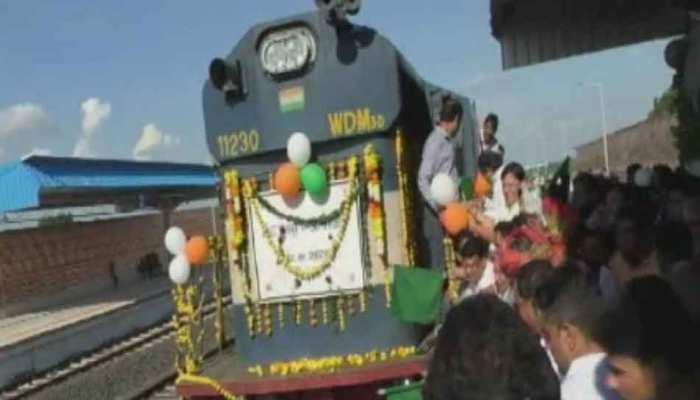 आजादी के 72 साल बाद इस इलाके में पहुंची रेल सेवा, स्वागत में लोगों ने बजाए ढोल