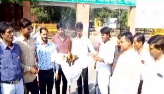 राजस्थान सरकार के स्टेट टोल टैक्स के विरोध में BJP का प्रदर्शन, कलेक्टर को सौंपा ज्ञापन