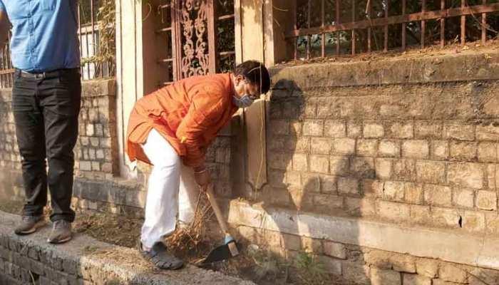 MP: मंत्री प्रदुमन सिंह तोमर का सफाई अभियान जारी, रेलवे स्टेशन के शौचालय भी किए साफ