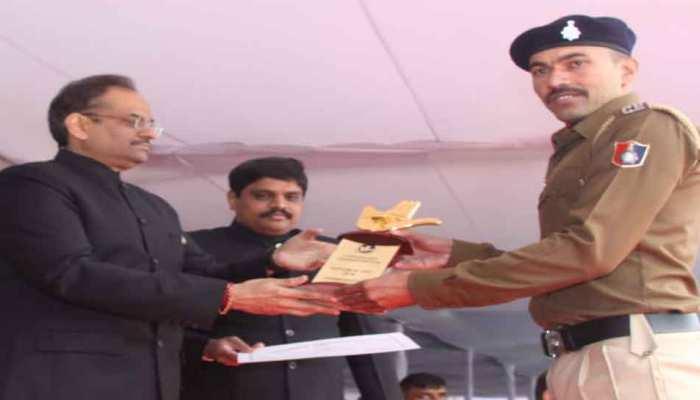 चंडीगढ़ के इस पुलिस कॉन्स्टेबल को कहा जाता हैं 'ट्री मैन', लोगों को बांटते हैं मुफ्त पौधे