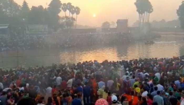 जहानाबाद: उगते सूर्य को अर्घ्य देने के लिए उमड़ी भीड़, 36 घंटे बाद खत्म हुआ निर्जला उपवास