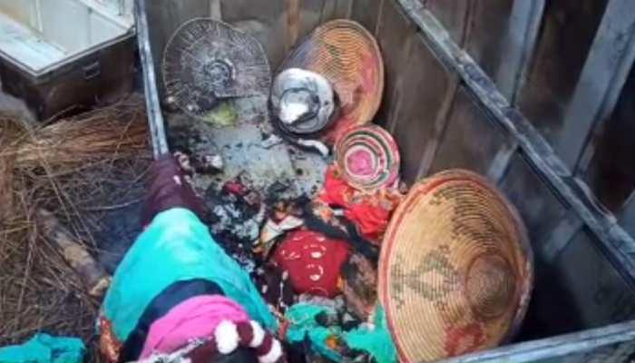 बेतिया: दौरा के दीया से घर में लगी आग, 2 मवेशियों की मौत, कई सामान जलकर राख