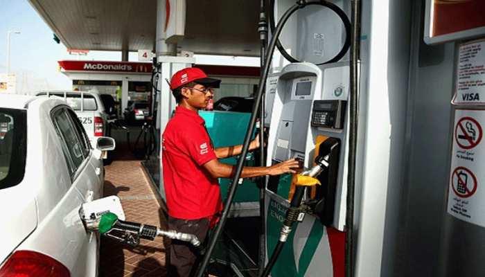 लगातार तीसरे दिन पेट्रोल के दाम घटे, डीजल की कीमत स्थिर