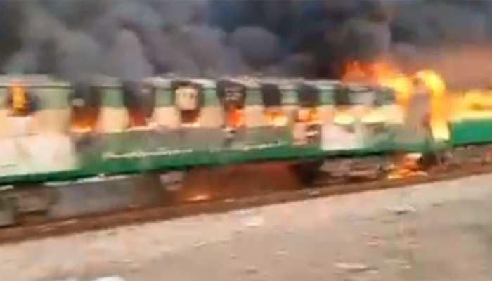 पाकिस्तान: रेल हादसे के बाद से 50 लोग लापता, 74 लोगों की हुई थी मौत