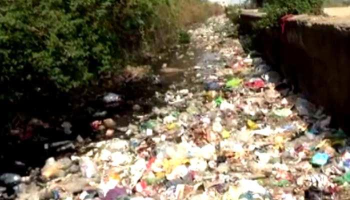 भीलवाड़ा: कचरे से पटी नहरों को बिना साफ किए ही पानी छोड़ने की तैयारी, किसान परेशान