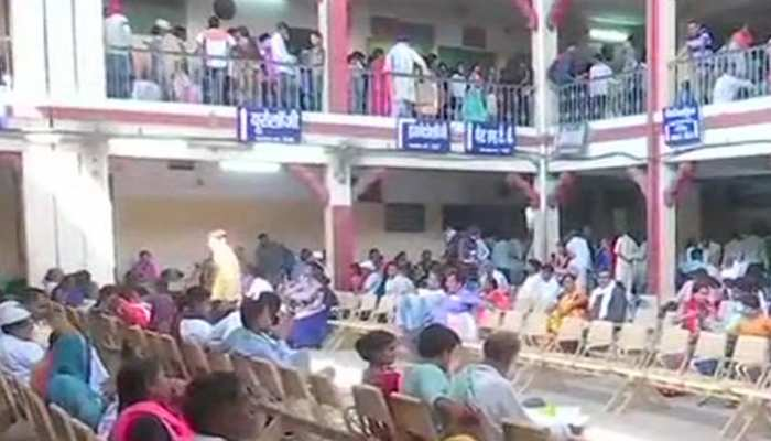 BHU में रेजिडेंट डॉक्टरों की हड़ताल का तीसरा दिन, इमरजेंसी सेवाएं बंद करने की चेतावनी