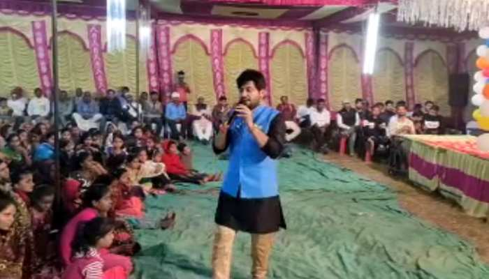पंकज त्रिपाठी के गांव में 'बेलसंड महोत्सव' का आयोजन, रात भर चला सांस्कृतिक कार्यक्रम