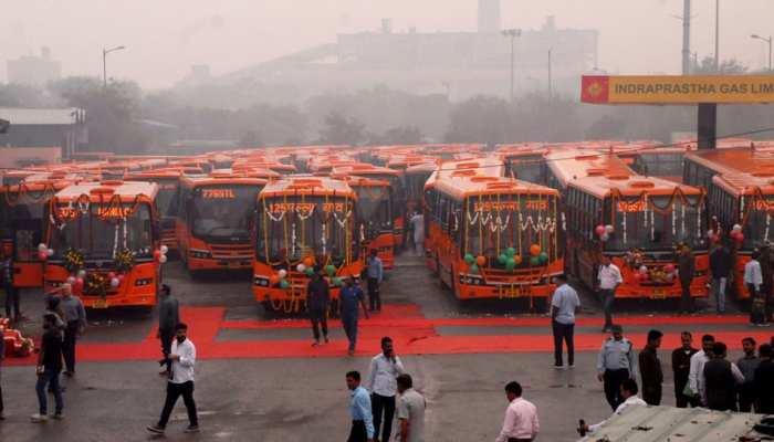 केजरीवाल का दिल्लीवालों को तोहफा, सीएम ने DTC की 100 बसों को दिखाई हरी झंडी
