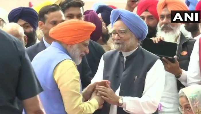 PM मोदी को पगड़ी में देख मुस्कुराने लगे EX पीएम मनमोहन सिंह, यूं मिले दोनों नेता