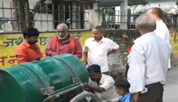 बिहार: किशनगंज में कई लोगों को नहीं मिल रहा मिट्टी का तेल, लोगों ने किया विरोध