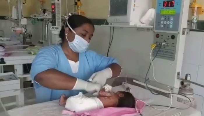 शर्मनाक: 24 घंटे की बच्ची को गोबर में फेंक गए परिजन, हालत नाजुक