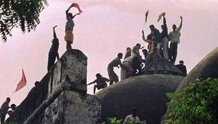 अयोध्या: हिंदू महासभा ने पीएम को लिखी चिठ्ठी, मारे गए कार सेवकों को मिले 'शहीद' का दर्जा