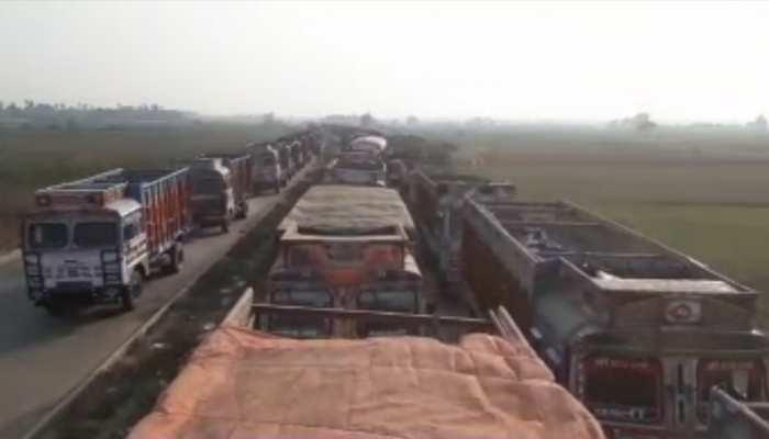 बिहार: जब्त ट्रक को छुड़ाने के लिए चेक पोस्ट में घुसे बदमाश, पुलिस ने रोका तो किया पथराव