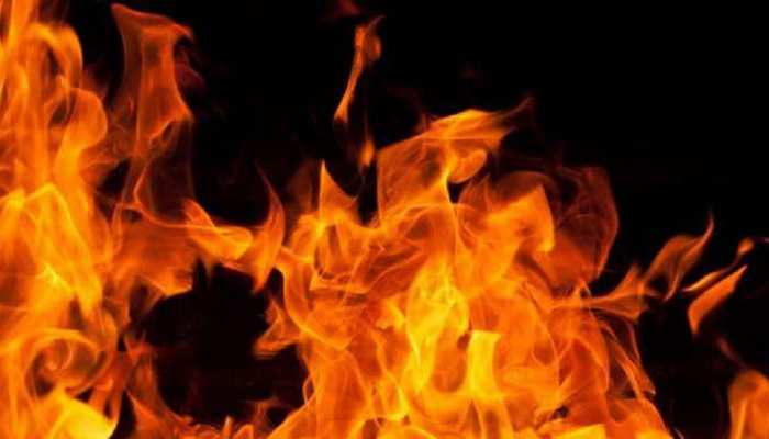 छपरा: आग लगने से दो झोपड़ीनुमा घर जल कर हुई 'राख', नष्ट हुआ हजारों का कीमती सामान