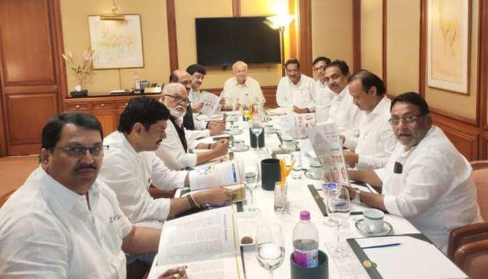 महाराष्ट्र : शिवसेना को सरकार बनाने में किस रूप में करें सपोर्ट, कांग्रेस-NCP नेताओं ने किया मंथन