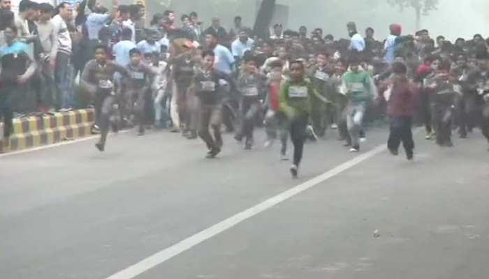 दिल्ली: चाचा नेहरू की जयंती पर 'रन फॉर चिल्ड्रन', स्कूली बच्चों ने लगाई दौड़