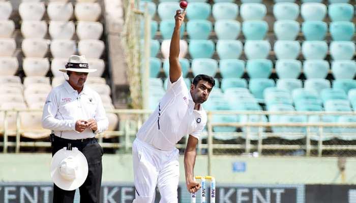 भारत में 250 विकेट लेने वाले तीसरे गेंदबाज बने अश्विन, इन दिग्गजों की बराबरी की