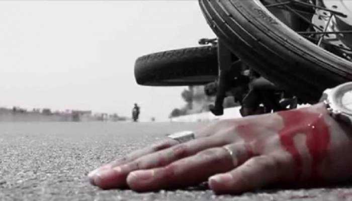 घाटशिला: तेज रफ्तार हाईवा ने बाइक सवार शख्स को कुचला, मौके पर हुई मौत