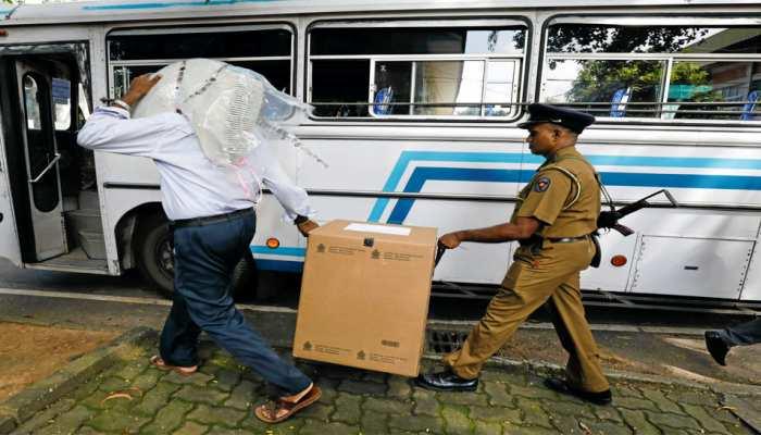 श्रीलंका राष्ट्रपति चुनाव: मतदाताओं को ले जा रही 2 बसों पर बंदूकधारियों ने की गोलीबारी