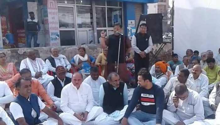 हरियाणा: राफेल मामले पर बीजेपी ने दिया धरना, पार्टी बोली - राहुल गांधी माफी मांगे
