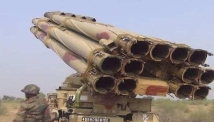 बाड़मेर: दुश्मनों को मात देने के लिए 40,000 सैनिक बड़े पैमाने पर कर रहे युद्धाभ्यास