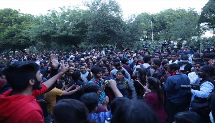 JNU छात्रों का मार्च: धारा 144 के उल्लंघन के आरोप में दिल्ली पुलिस ने दर्ज की FIR
