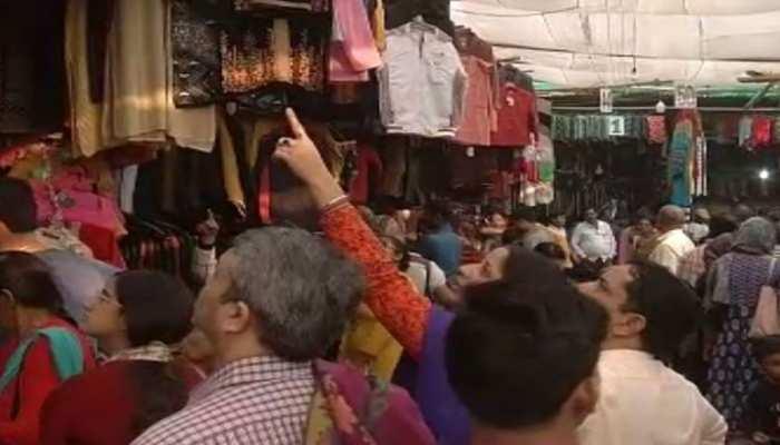 पटना: ठंड आते ही बाजारों में बढ़ी ऊनी कपड़ों की रौनक, लहासा मार्केट में लोगों की भीड़