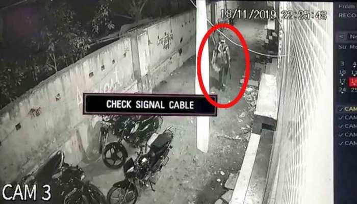 नोएडा: शिकायतकर्ता ने ही साजिशन लगाई थी मस्टररोल में आग, CCTV से हुआ खुलासा