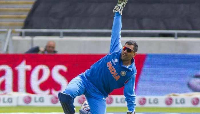 धोनी के फैंस के लिए बड़ी खुशखबरी, क्रिकेट से नहीं ले रहे संन्यास