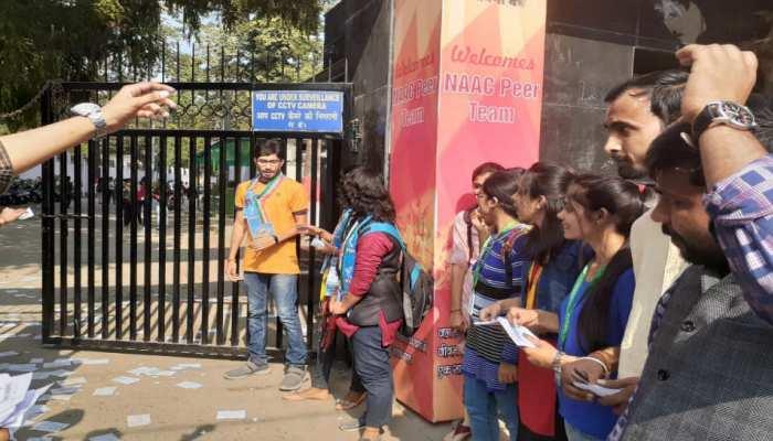 बिहार: पटना यूनिवर्सिटी में दिख रहा छात्र चुनाव का रंग, तरह-तरह के नारों से लुभाने की हो रही कोशिश