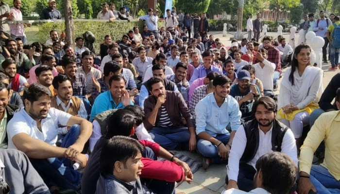 राजस्थान: चार दिन से धरने पर बैठे छात्रों को मिला एनएसयूआई का साथ