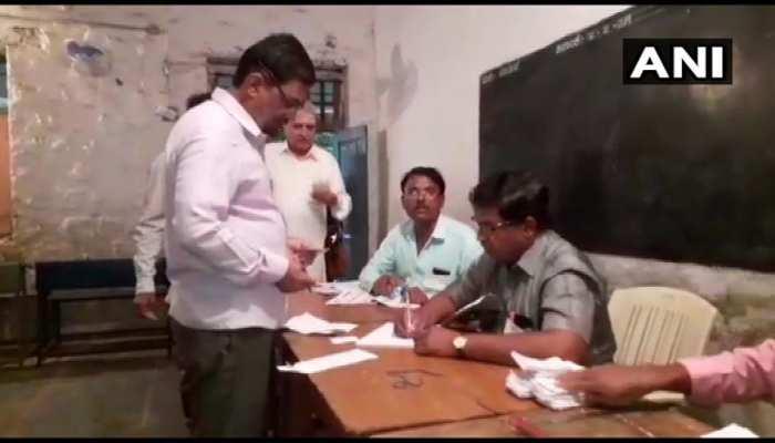 कर्नाटक उपचुनाव : 15 सीटों पर मतदान जारी, सुबह 11 बजे तक 17.06% वोटिंग