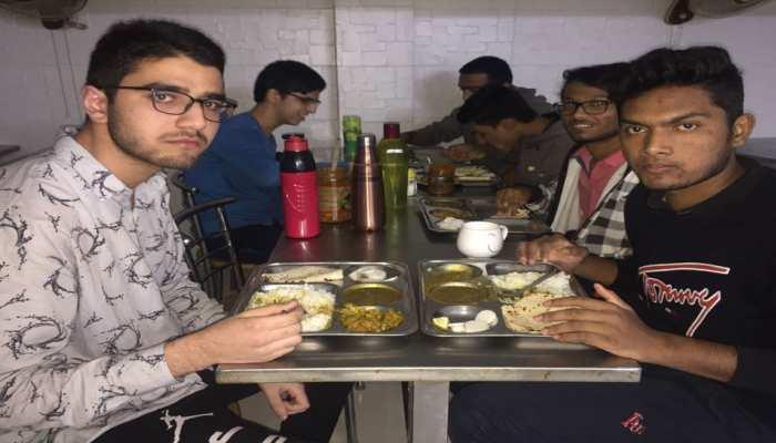 प्याज ने बिगाड़ा कोटा में पढ़ रहे छात्रों के खाने का स्वाद, सलाद में भी नहीं मिल रहा