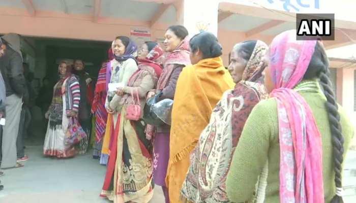 झारखंड विधानसभा चुनाव: तीसरे चरण के लिए 17 सीटों पर मतदान शुरू, कई जगहों पर टॉर्च-कैंडल से हुई वोटिंग