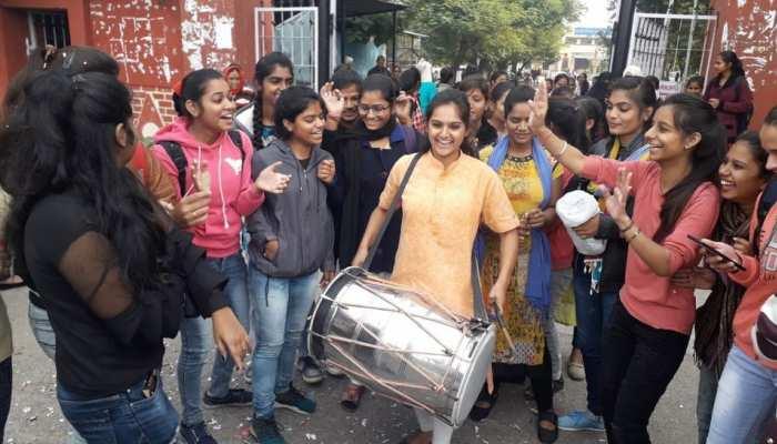 तेलंगाना में हुआ रेप आरोपियों का एनकाउंटर, कोटा की बेटियों ने ढोल बजाकर मनाया जश्न