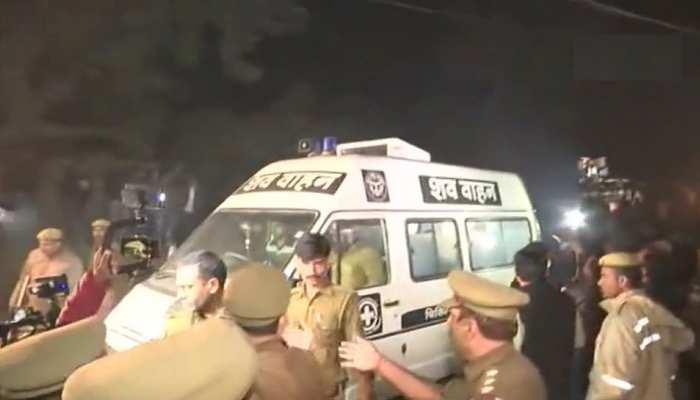 दिल्ली से उन्नाव पहुंचा गैंगरेप पीड़िता का शव, कड़ी सुरक्षा के बीच आज होगा अंतिम संस्कार
