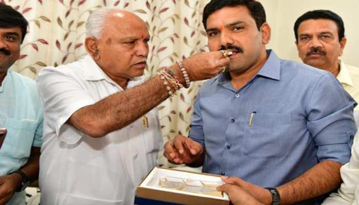 Karnataka Bypolls: ୧୨ ଆସନରେ ଆଗୁଆ ବିଜେପି, ପୁଅଙ୍କ ସହ ସେଲିବ୍ରେସନ ମୁଡରେ ୟେଦୁରପ୍ପା