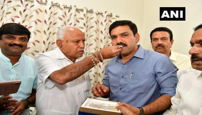 Karnataka bypolls results: बीजेपी ने 12 तो कांग्रेस ने जीती 2 सीटें, JDS का नहीं खुला खाता