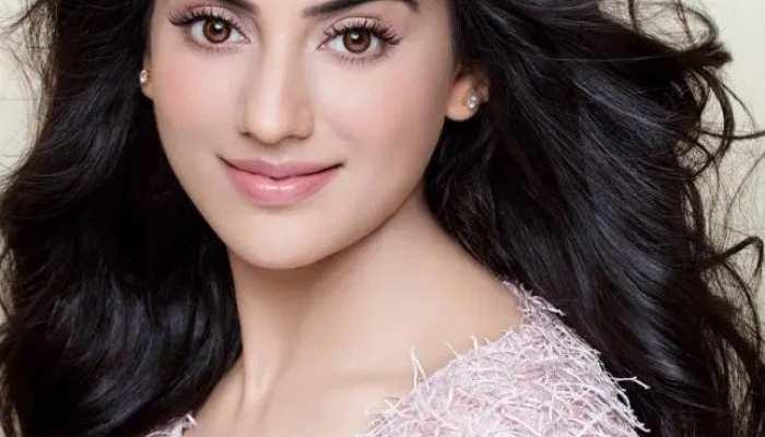 Bhojpuri actress Akshara Singh details with hot pics