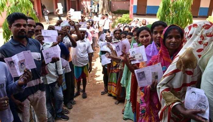 झारखंड में हुआ मतदान, राज्यपाल समेत कई बड़ी हस्तियों ने डाला वोट
