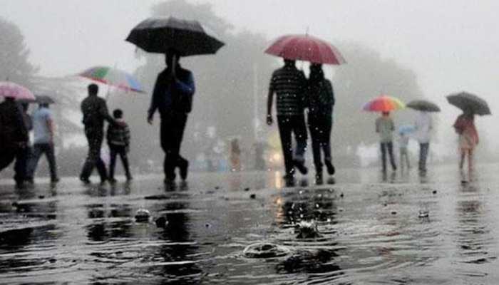 दिल्ली-NCR में बरसात से पारा गिरा, देश के कई शहरों में कल भारी बारिश की संभावना