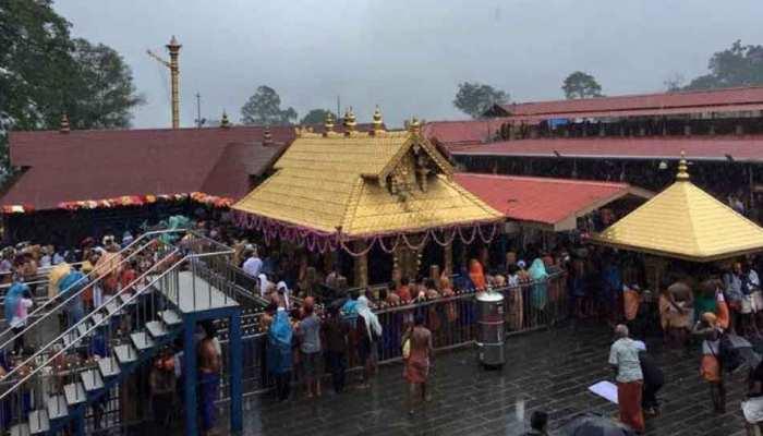सबरीमाला मंदिर: प्रवेश से रोकी गई महिलाओं की याचिका पर SC ने आदेश देने से किया इनकार