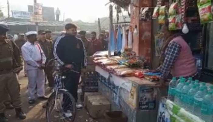 मोतिहारी: दुकानदारों से हाथ जोड़ रहे DM, जानिए किस बात की कर रहे गुजारिश