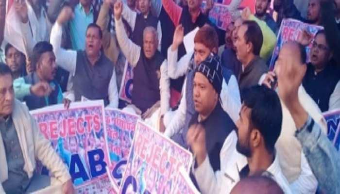 बिहार: CAA-NRC के खिलाफ धरने पर बैठे जीतन राम मांझी, कहा- वापस हो अधिनियम