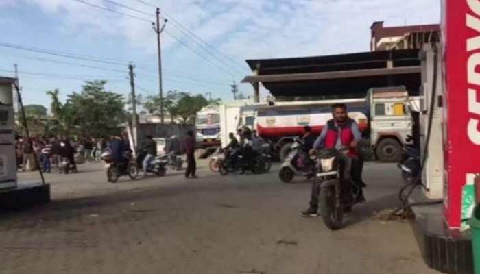 असम: गुवाहाटी में पूरी तरह हटा कर्फ्यू, ब्रॉडबैंड सेवा बहाल, मोबाइल इंटरनेट पर अभी भी बैन