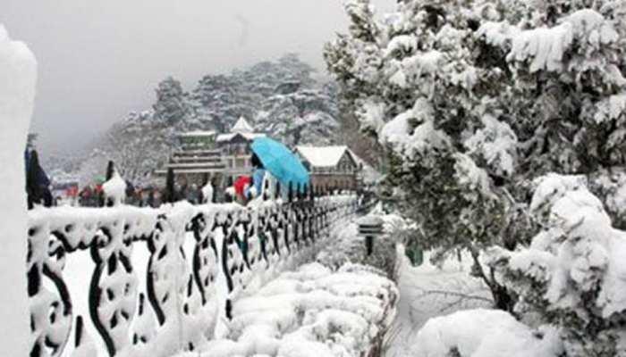 हिमाचल प्रदेश, उत्तराखंड में भारी बर्फबारी, खिल उठे सैलानियों के चेहरे